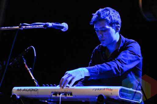 Olivier Clements performing with Aidan Knight in Toronto. (Photo: Stephen McGill/Aesthetic Magazine Toronto)