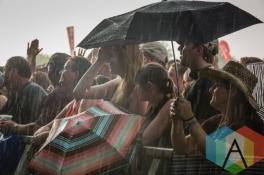Crowd in rain for Frank Turner