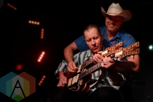 Deke Dickerson w/Reverend Horton Heat. (Photo: Steve Danyleyko/Aesthetic Magazine Toronto)