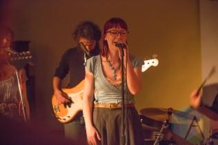 Laurel Minnes with the Joe Lapinski Band. (Photo: Lauren Garbutt/Aesthetic Magazine Toronto)