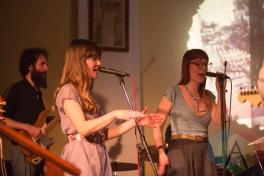 Whitney Peterson (left) and Laurel Minnes with the Joe Lapinski Band. (Photo: Lauren Garbutt/Aesthetic Magazine Toronto)