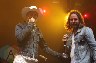 The Tragically Hip's Gord Downie (left) with Broken Social Scene. (Photo: Curtis Sindrey/Aesthetic Magazine Toronto)