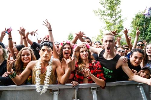 The crowd during Botnek's set. (Photo: Eva Blue)
