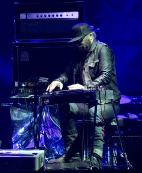 Daniel Lanois performs at the 2015 JUNO Gala Dinner and Awards at the Hamilton Convention Centre. (Photo: CARAS)