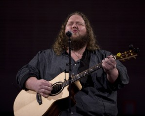 Matt Andersen performing at the 2015 JUNO Gala Dinner and Awards at the Hamilton Convention Centre. (Photo: CARAS)
