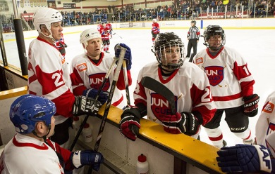 The NHL greats have a huddle prior to the start of the Juno Cup. (Photo: CARAS)