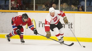 NHL great Gary Leeman fends off rocker Chris Chippin at the 2015 JUNO Cup. (Photo: CARAS)