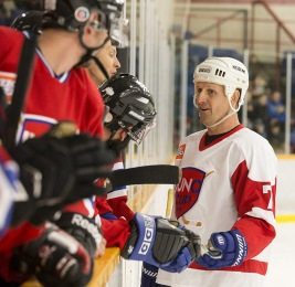 NHL great Gary Roberts talks to The Rockers bench at the 2015 JUNO Cup. (Photo: CARAS)