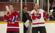 Rocker Jim Cuddy applauds an NHL great during a singing competition at the 2015 JUNO Cup. (Photo: CARAS)