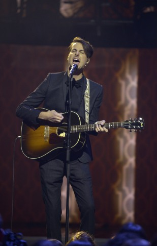 """Bobby Bazini performs """"Bubble Gum (I can't stop this feeling)"""" during the 2015 JUNO Awards at FirstOntario Centre in Hamilton on March 15, 2015. (Photo: CARAS)"""