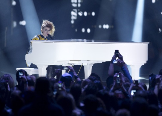 """Kiesza performs """"Sounds of a woman"""" and """"Hideaway"""" during the 2015 JUNO Awards at FirstOntario Centre in Hamilton on March 15, 2015. (Photo: CARAS)"""