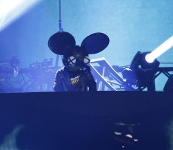 """Deadmau5 performs """"Seeya"""" with Colleen D'Agostino during the 2015 JUNO Awards at FirstOntario Centre in Hamilton on March 15, 2015. (Photo: CARAS)"""