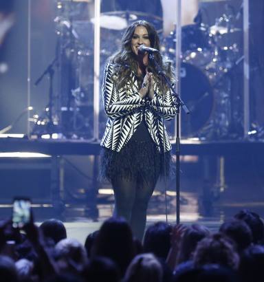 """Alanis Morissette performs medley featuring """"Uninvited"""", """"You Oughta Know"""" and """"Thank You"""" during the 2015 JUNO Awards at FirstOntario Centre in Hamilton on March 15, 2015. (Photo: CARAS)"""