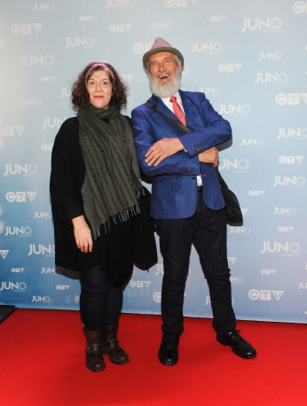 Fred Penner with partner Rae Ellen Bodie on the red carpet at 2015 JUNO Awards at FirstOntario Centre in Hamilton on March 15, 2015. (Photo: CARAS)