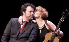 Host Tom Power gets a kiss from Jenn Grant at the 2015 JUNO Songwriters' Circle. (Photo: CARAS)