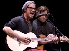 Big Wreck's Ian Thornley at the 2015 JUNO Songwriters' Circle. (Photo: CARAS)