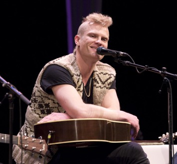 Mother Mother's Ryan Guldemond at the 2015 JUNO Songwriters' Circle. (Photo: CARAS)