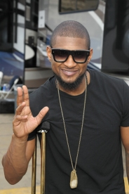 Usher backstage at the Global Citizen 2015 Earth Day at The National Mall on April 18, 2015 in Washington, DC. (Photo: Paul Morigi/Getty Images)
