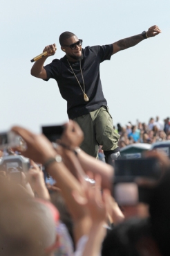 Usher performs onstage at the Global Citizen 2015 Earth Day at The National Mall on April 18, 2015 in Washington, DC. (Photo: Paul Morigi/Getty Images)