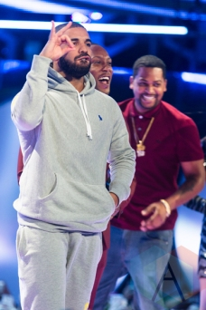 Drake at the 2015 MMVAs in Toronto, ON on June 21, 2015. (Photo: Adam Pulicicchio/Aesthetic Magazine)