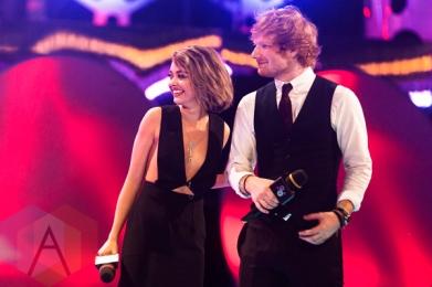 Sarah Hyland (left) and Ed Sheeran at the 2015 MMVAs in Toronto, ON on June 21, 2015. (Photo: Adam Pulicicchio/Aesthetic Magazine)