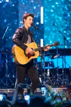 Shawn Mendes performing at the 2015 MMVAs in Toronto, ON on June 21, 2015. (Photo: Adam Pulicicchio/Aesthetic Magazine)