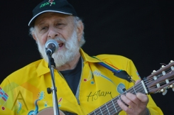 Sharon and Bram performing at Field Trip 2015 in Toronto, ON on June 6, 2015. (Photo: Justin Roth/Aesthetic Magazine)