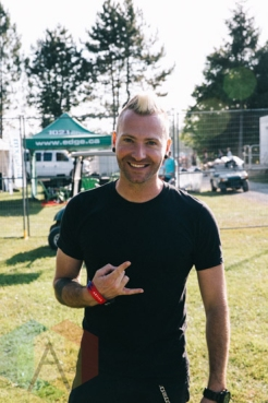 Trevor McNevan of Thousand Foot Krutch at Wayhome Festival. (Photo: Amy Buck/Aesthetic Magazine)
