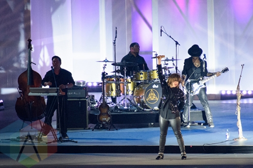 Serena Ryder performing at the Toronto 2015 Pan Am Games closing cceremony in Toronto, ON on July 26, 2015. (Photo: Julian Avram/Aesthetic Magazine)