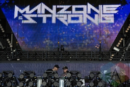 Manzone and Strong performing at VELD Music Festival 2015. (Photo: Theo Rallis/Aesthetic Magazine)