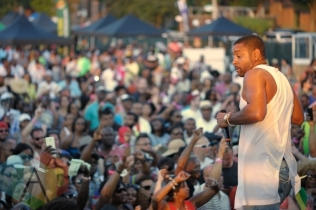 Shaggy performing at Toronto Reggae Fest in Toronto, ON, on August 16, 2015. (Photo: Steve Danyleyko/Aesthetic Magazine)
