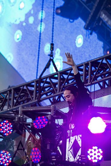 Steve Aoki performing at VELD Music Festival 2015. (Photo: Theo Rallis/Aesthetic Magazine)