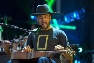 Ben Harper performing at the 2015 Kaaboo Del Mar Festival at the Del Mar Fairgrounds on Sept. 20, 2015 in Del Mar, CA. (Photo: WireImage)
