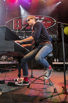Andrew McMahon In The Wilderness performing at Chill On The Hill 2015 in Detroit, MI on Sept. 12, 2015. (Photo: Amanda Cain/Aesthetic Magazine)