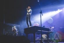Andrew McMahon in the Wilderness performing at Thrival Festival in Pittsburgh, PA on Sept. 25, 2015. (Photo: Emily Kovacic/Aesthetic Magazine)