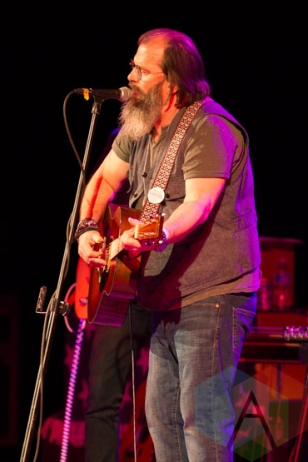 Steve Earle performing at Massey Hall in Toronto, ON on Sept. 27, 2015. (Photo: Orest Dorosh/Aesthetic Magazine)