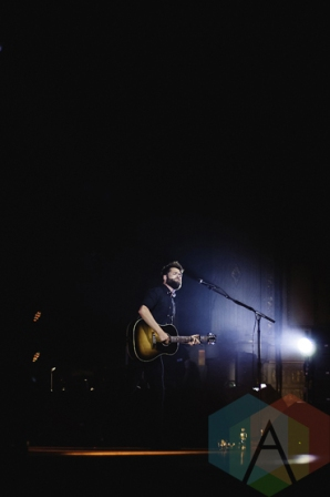 Passenger performing at the Orpheum Theatre in Vancouver on Sept, 9, 2015. (Photo: Derek Robitaille/Aesthetic Magazine)
