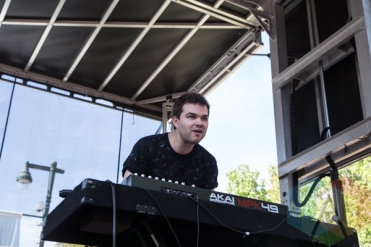 Marian Hill performing at the 2015 Budweiser Made in America Festival at Benjamin Franklin Parkway on Sept. 6, 2015 in Philadelphia, PA. (Photo: Jaime Schultz/Aesthetic Magazine)