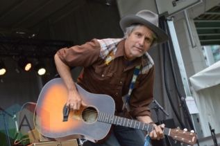 Steve Poltz performing at TURF 2015 in Toronto, ON, on Sept. 18, 2015. (Photo: Justin Roth/Aesthetic Magazine)