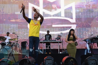 Meek Mill (L) performing with Nicki Minaj at the 2015 Budweiser Made in America Festival at Benjamin Franklin Parkway on Sept. 5, 2015 in Philadelphia, PA. (Photo: Kevin Mazur/Getty)
