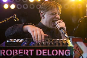 Robert Delong performing at Chill On The Hill 2015 in Detroit, MI on Sept. 13, 2015. (Photo: Amanda Cain/Aesthetic Magazine)
