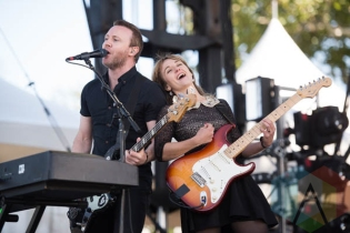 The Joy Formidable performing at Riot Fest Chicago in Chicago, IL on Sept. 12, 2015. (Photo: Katie Kuropas/Aesthetic Magazine)