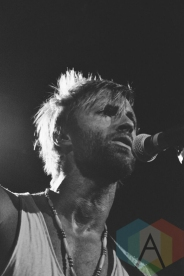 Paul McDonald performing at Irving Plaza in New York City on October 16, 2015. (Photo: Samantha Lichtenstein/Aesthetic Magazine)