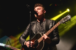 Shawn Hook performing at The Mod Club in Toronto on November 7, 2015. (Photo: Theresa Shim/Aesthetic Magazine)