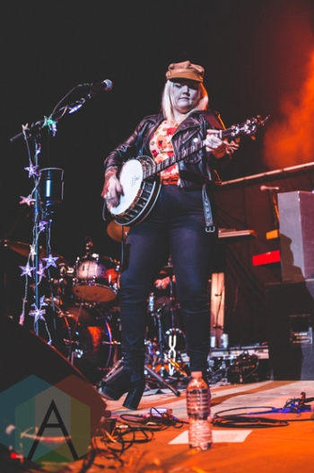 Elle King performing at the Oh Starry Night holiday concert at the Petersen Events Centre in Pittsburgh on December 8, 2015. (Photo: Emily Kovacic/Aesthetic Magazine)