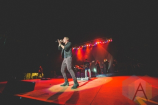 Rob Thomas performing at the Oh Starry Night holiday concert at the Petersen Events Centre in Pittsburgh on December 8, 2015. (Photo: Emily Kovacic/Aesthetic Magazine)