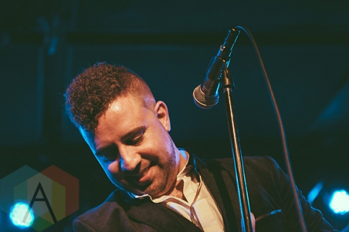 Denny Love performing at the Knitting Factory in Brooklyn, New York on January 30, 2016. (Photo: Coen Rees/Aesthetic Magazine)