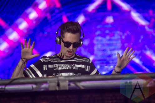 Robin Schulz performing at the Donald Stephens Convention Center in Chicago as part of Reaction NYE 2015. (Photo: Kari Terzino/Aesthetic Magazine)
