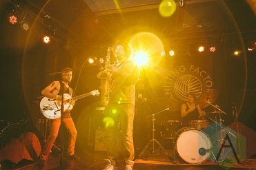 The VeeVees performing at the Knitting Factory in Brooklyn, New York on January 30, 2016. (Photo: Coen Rees/Aesthetic Magazine)