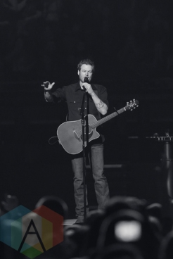 Blake Shelton performing at The Palace of Auburn Hills in Detroit on February 20, 2016. (Photo: Jennifer Boris/Aesthetic Magazine)